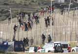 Fifty immigrants enter Melilla equipped with special climbing gear