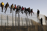 Illegal immigrants continue to attack Melilla frontier